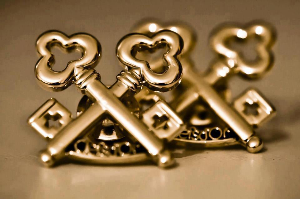 A set of authentic golden keys