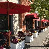 A fashionable European-style café seeks an Executive Chef in New York