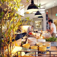 A Line Cook is required in a lovely Valencian restaurant in Seattle